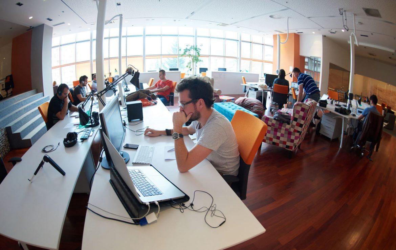 ¿Cómo ahorrar espacio en una oficina pequeña?