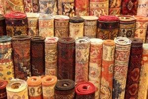 Pasos y consejos para guardar alfombras en un depósito
