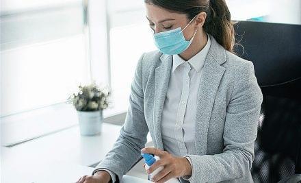 Consejos básicos para desinfectar los espacios de una oficina