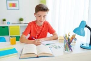 Pasos e ideas para organizar un lugar de estudio en casa para niños